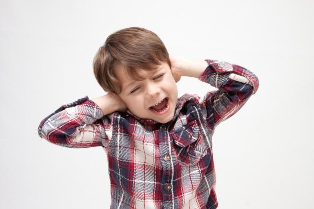 音に敏感な子供