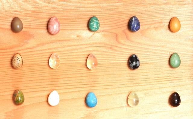 しずく型の石