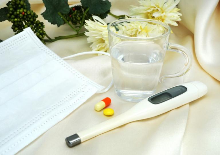 薬と常温水