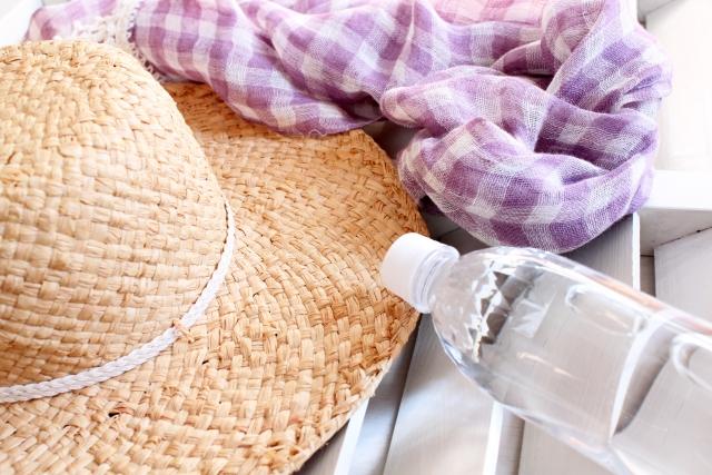 夏の服装とペットボトル
